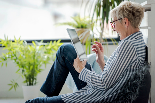 Mature Adults Tech Training - Holiday Gifts 2020 Tablet Mobile Plans for Easy Access Away from Home