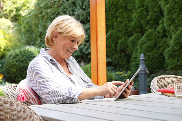 Mature Adults Tech Training - Holiday Gifts 2020 Tablets Put a Library at Your Fingertips